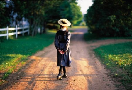 09_jenna_macmillian_as_anne_of_green_gables_tourism_pei_barret.jpg